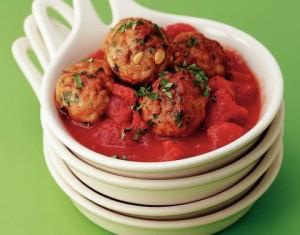 recept-kruidige-kipballetjes-in-tomatensaus
